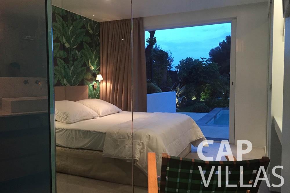 holiday rental eze sur mer laurence bedroom