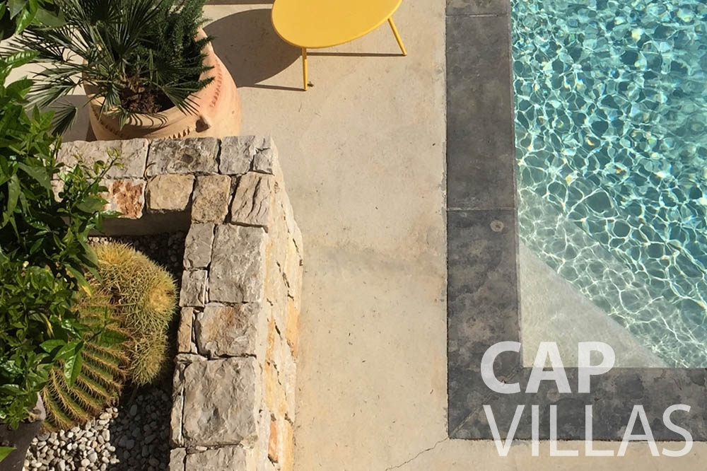 vacation rental eze sur mer laurence swimming pool