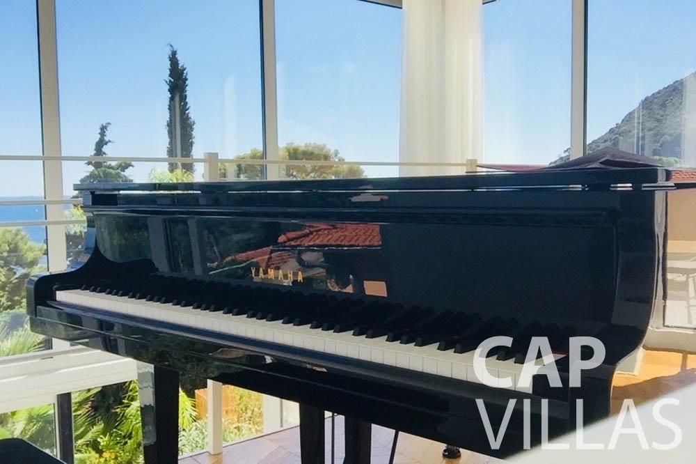 Villa Eze Sur Mer for rent eze sur mer laurence piano