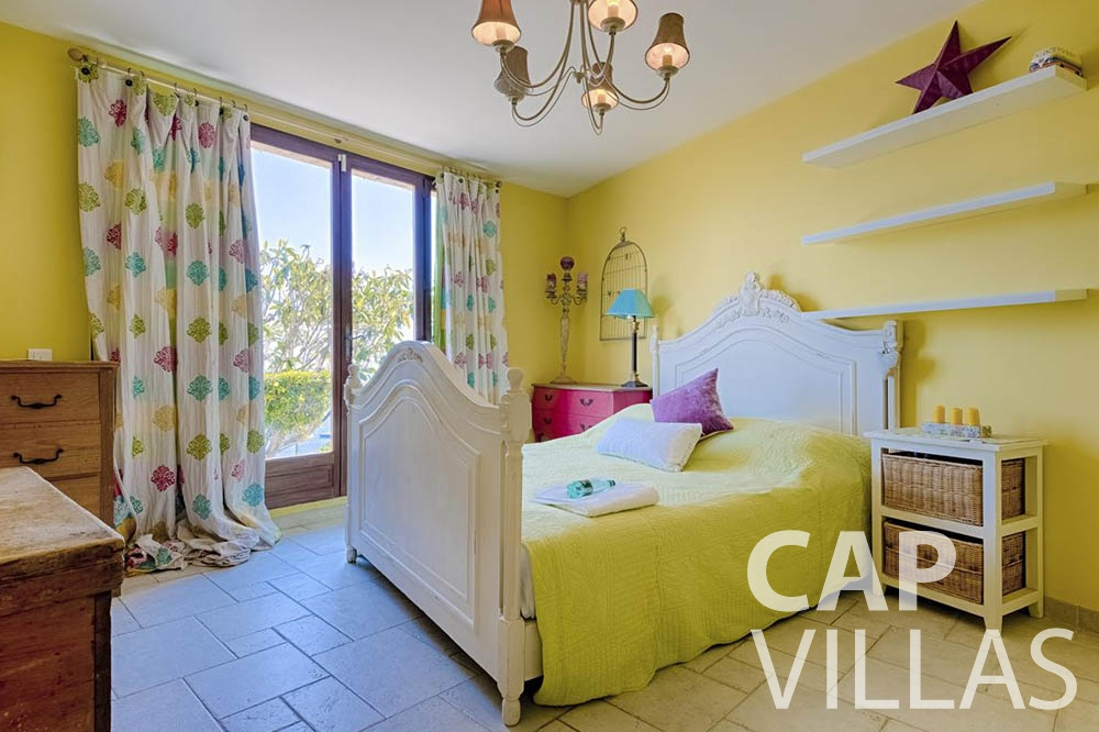 Villa Le Roc for let eze le roc bedroom