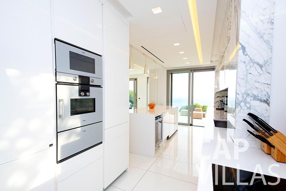 let Villa Magnifique magnifique eze sur mer kitchen
