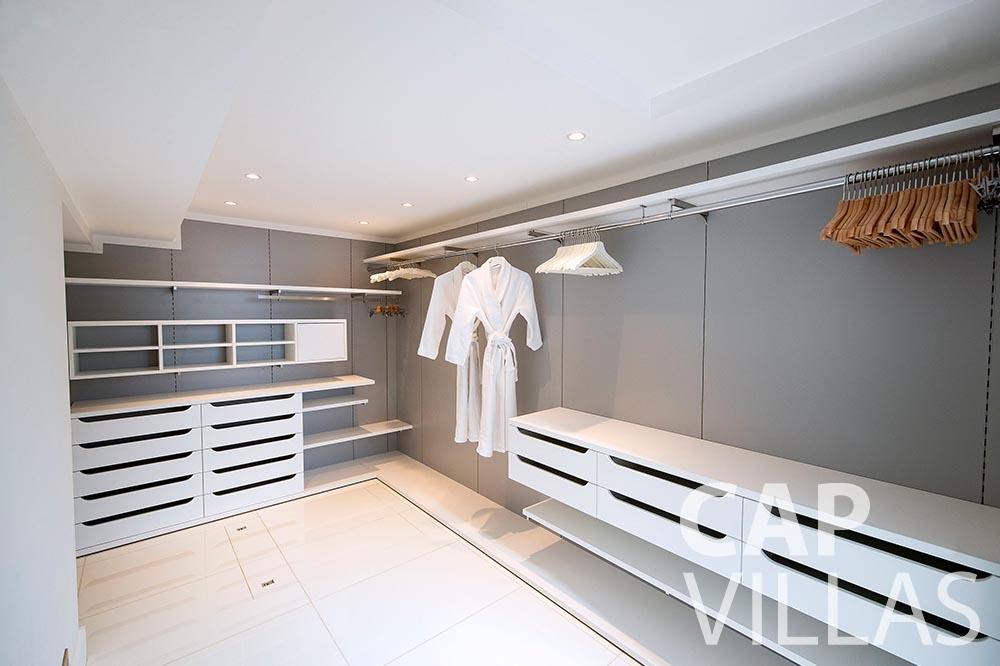 rent Villa Magnifique magnifique eze sur mer dressing room