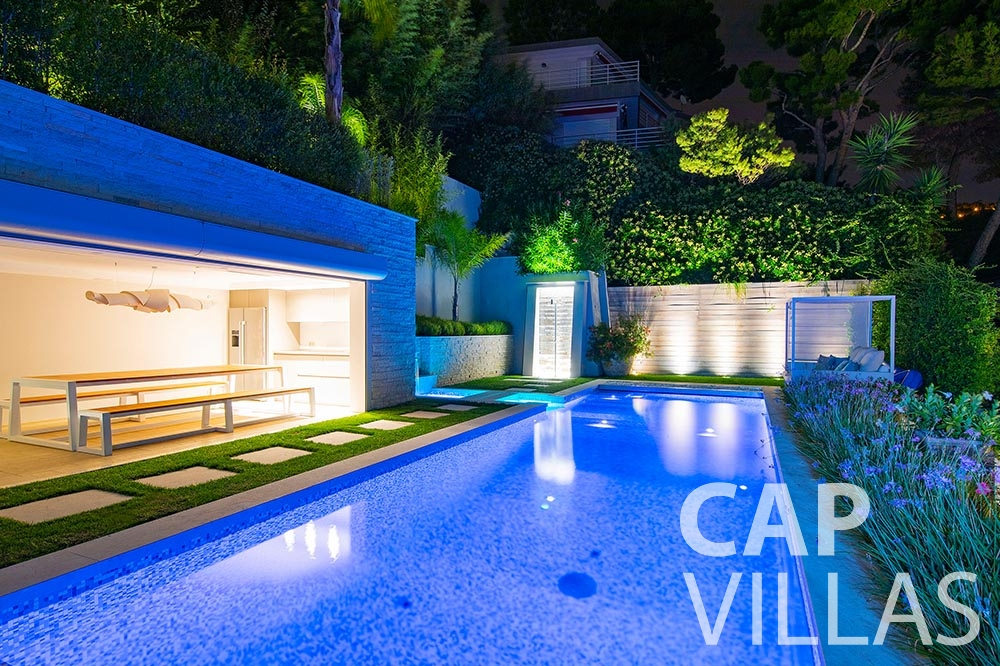 rent Villa Magnifique magnifique eze sur mer swimming pool night