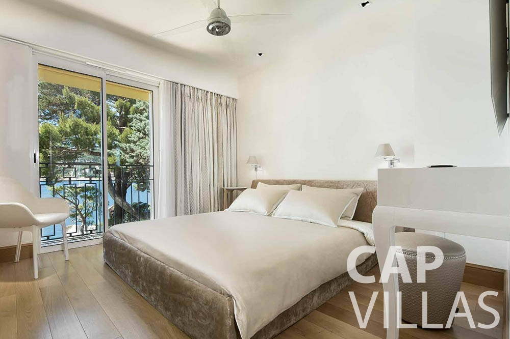 rent Villa Mas de La Rube cap ferrat mas de la rube bedroom