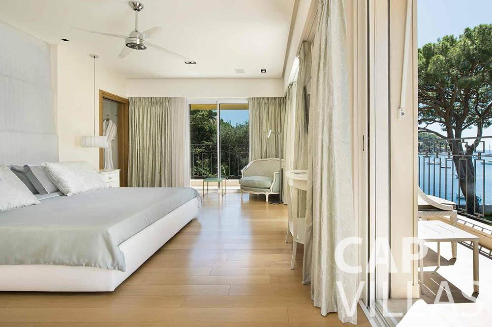 Villa Mas de La Rube for rent cap ferrat mas de la rube bedroom