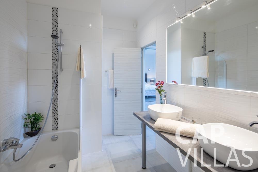 Villa Panarea for rent eze sur mer panarea master batoom