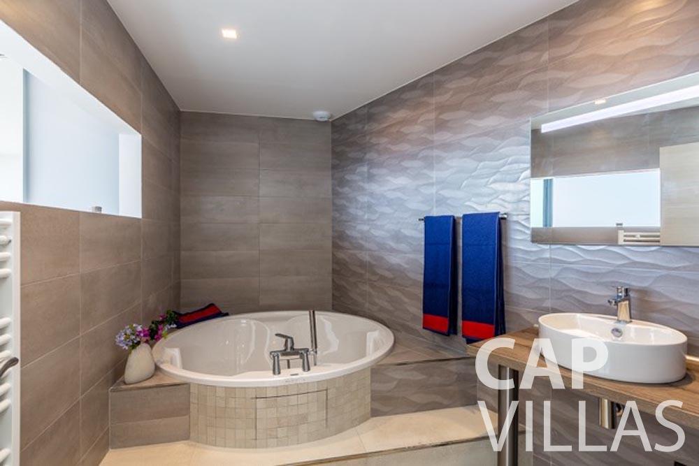 holiday Villa Paros eze sur mer paros batoom
