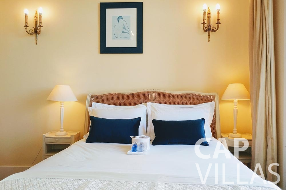 Villa Royale for let semiramis villefranche sur mer bedroom