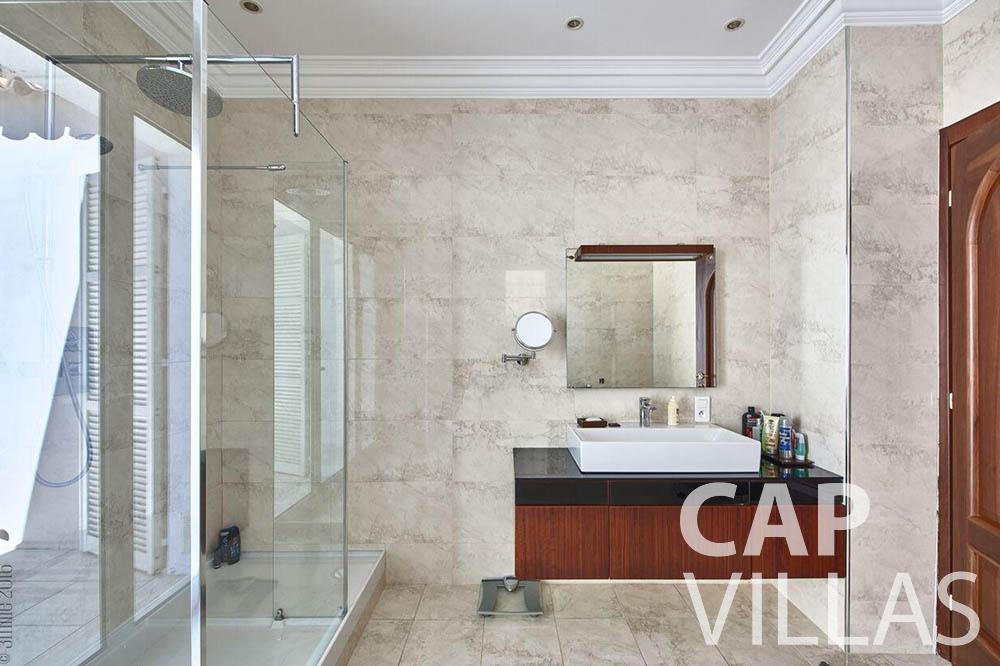 Villa Serena for rent eze serena batoom