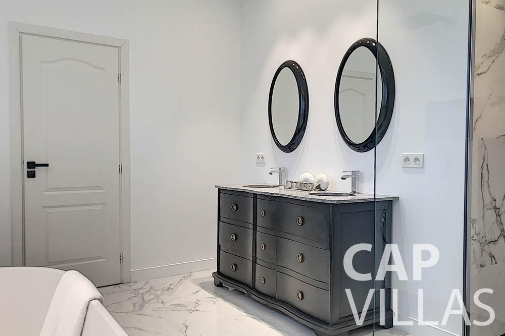 villa for sale moujins valeriya batoom ()