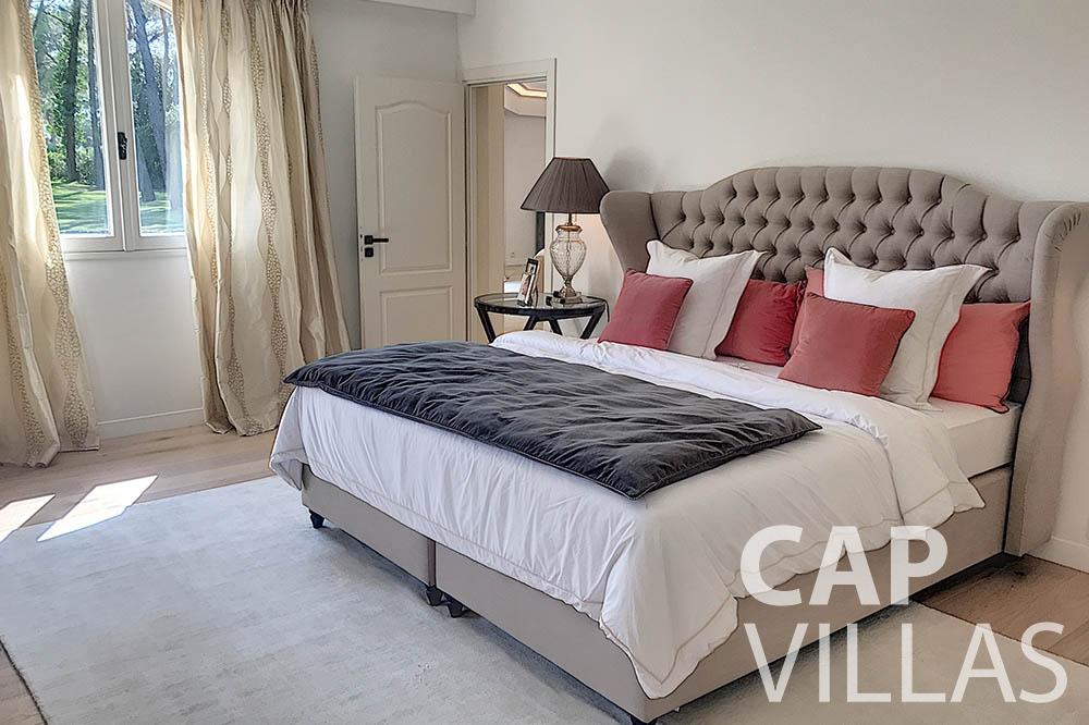 villa for sale moujins valeriya bedroom
