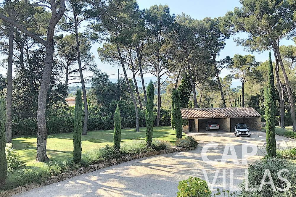 villa for sale moujins valeriya car garage
