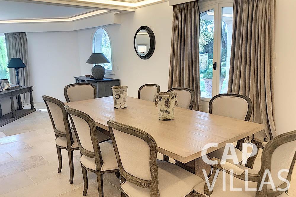 villa for sale moujins valeriya dining area