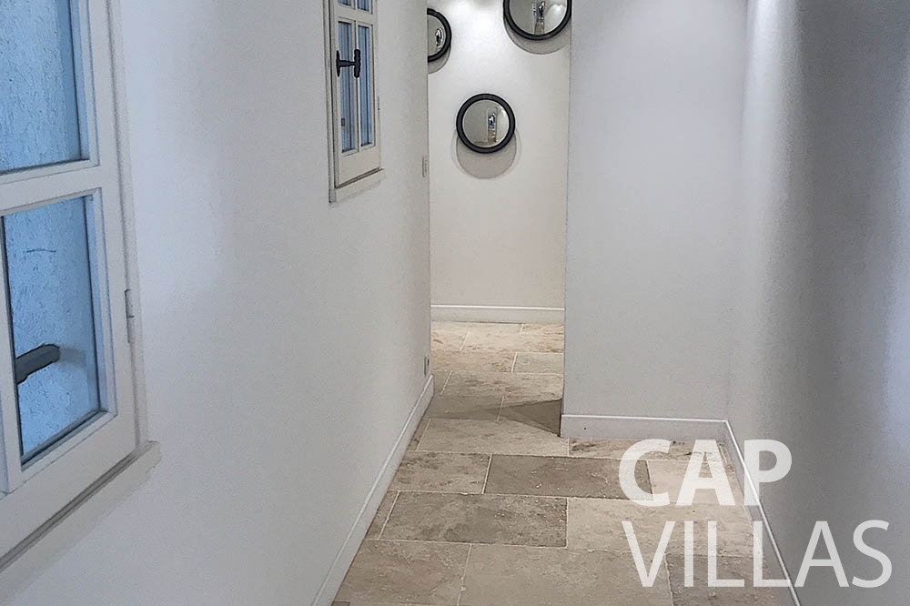 villa for sale moujins valeriya hallway
