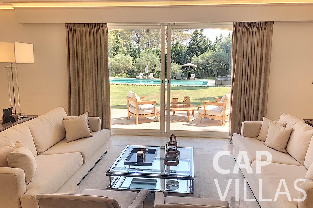 villa for sale moujins valeriya living area