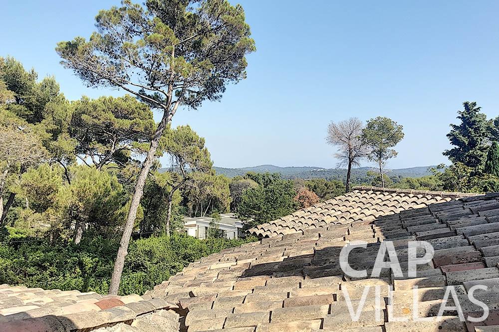 villa for sale moujins valeriya roof