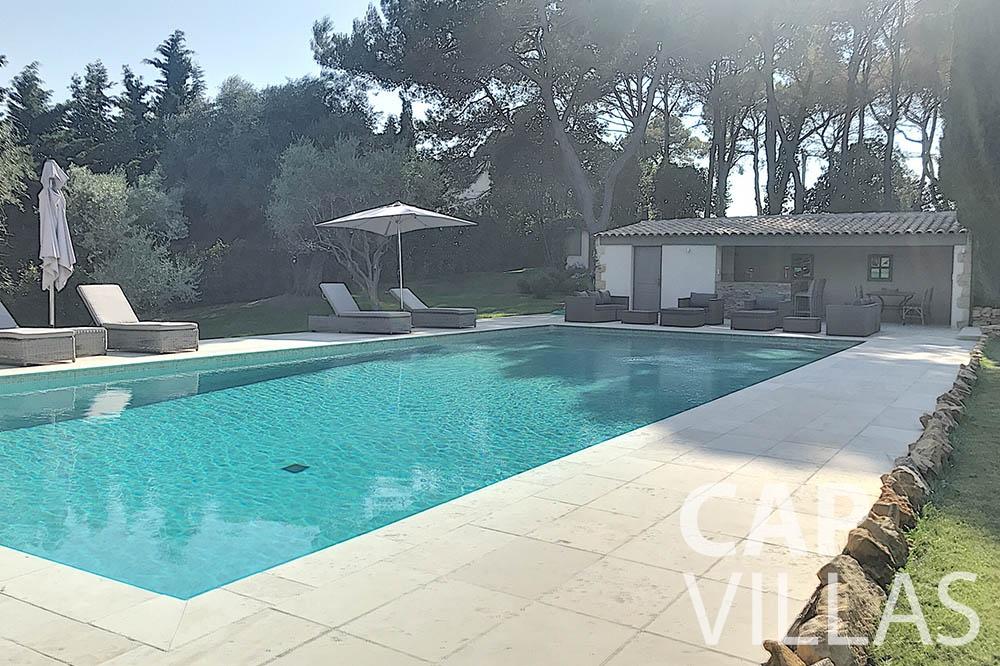 villa for sale moujins valeriya swimming pool ()