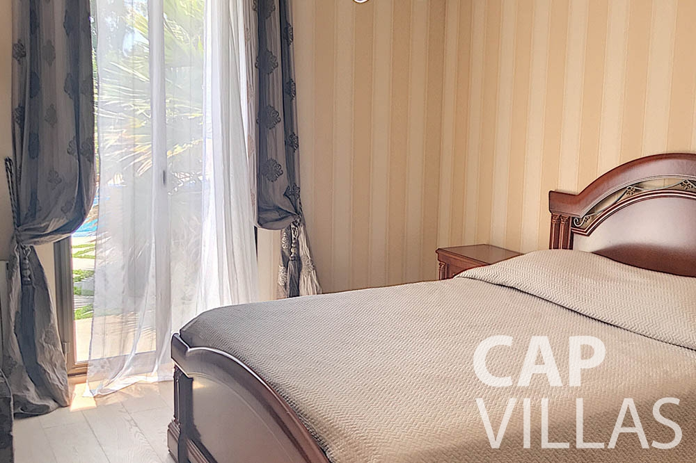 vacation rental cap de nice valery bedroom