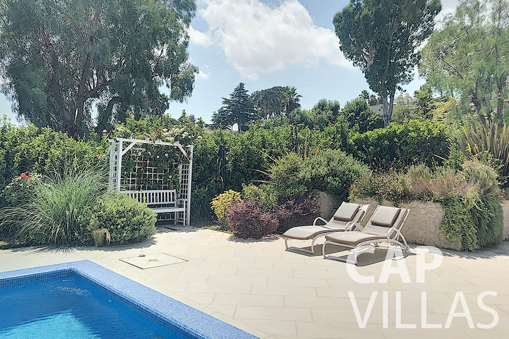 Villa Valéry for rent cap de nice valery pool area